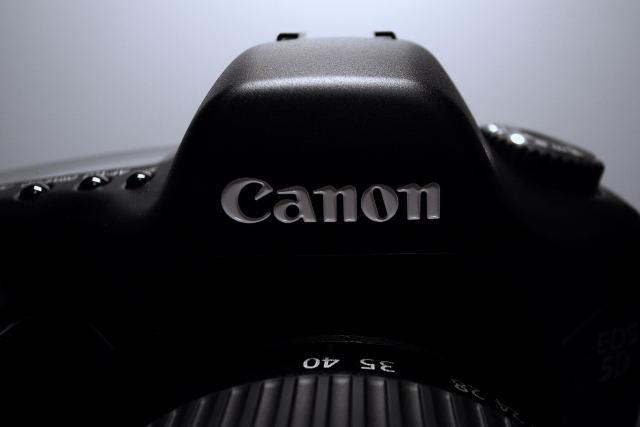 ×Canon EOS 5D